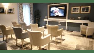 Résidence Services seniors Nahoma Orlhac à Aurillac salon télévision