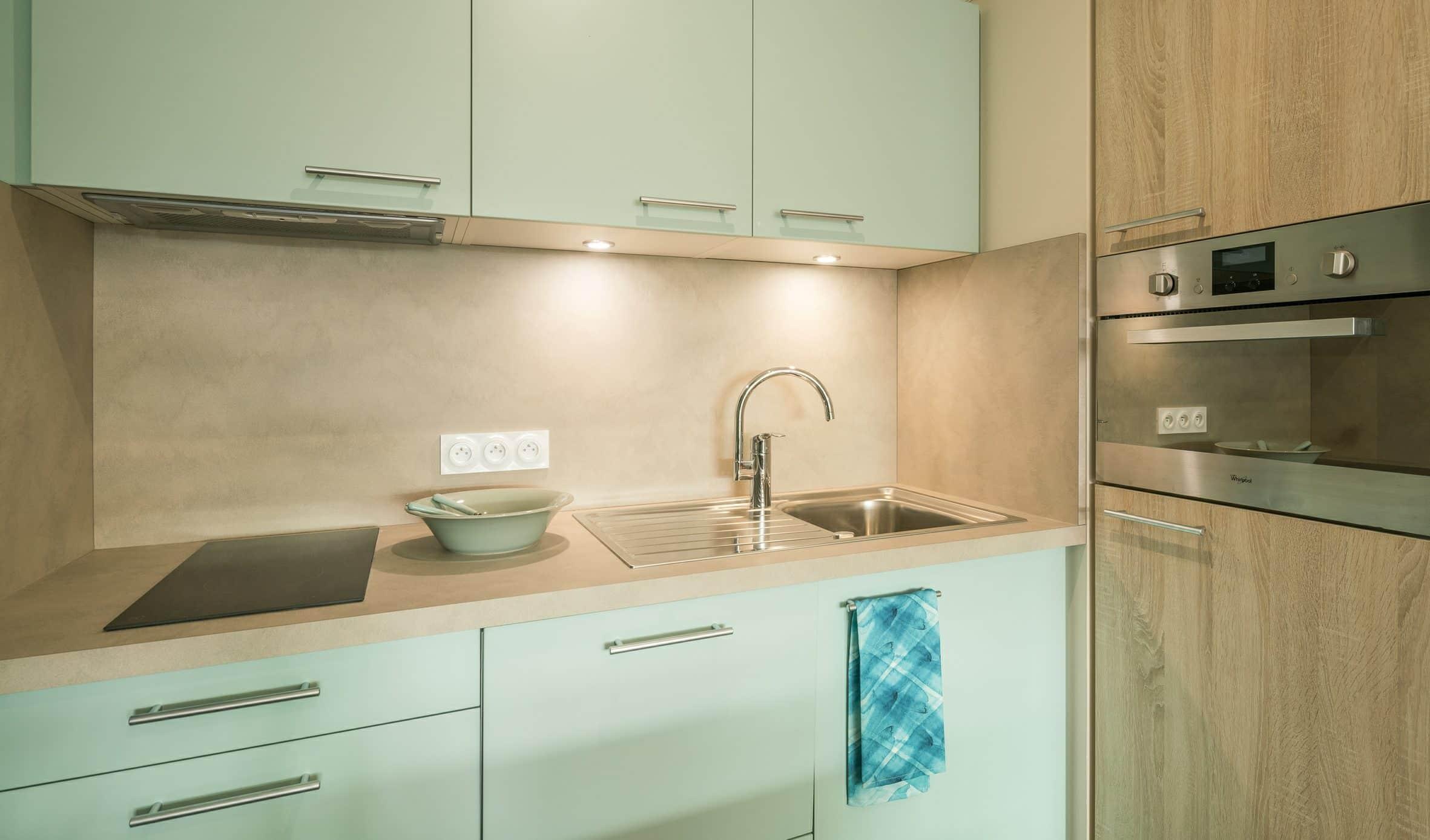 Votre cuisine est entièrement équipée. Four, réfrigérateur, vaisselle... vous n'avez rien à acheter !